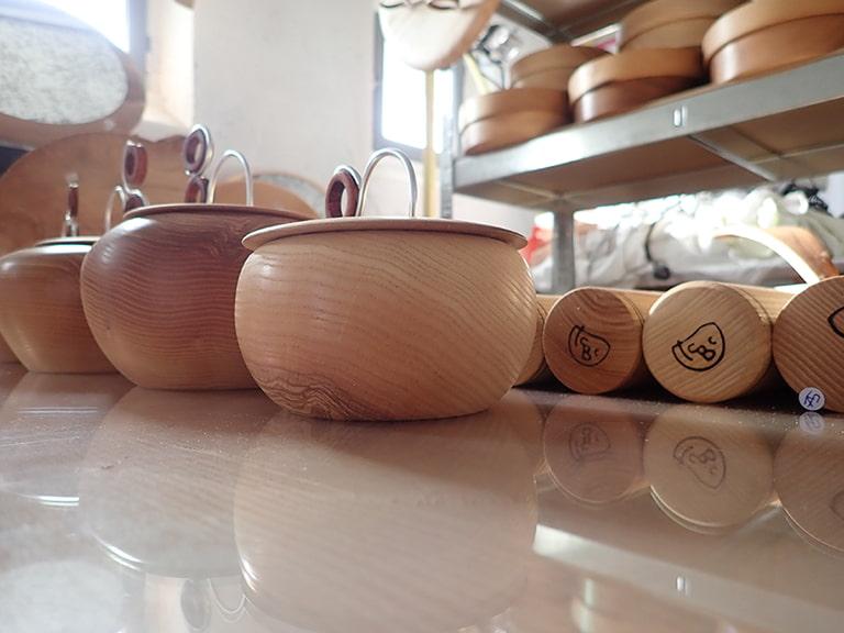 Pots à tabac en bois